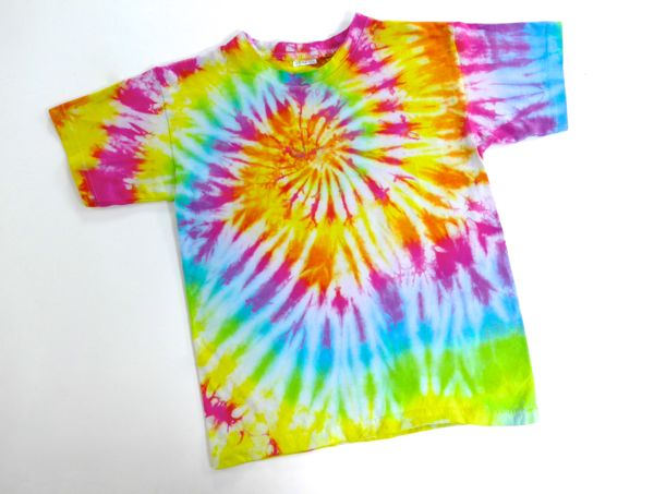 Tee shirts tie and dye et salon l 39 atelier d emma for Tie and dye prix salon