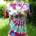 Les tee-shirts Tie and Dye, une activité simple en famille ou en groupe!